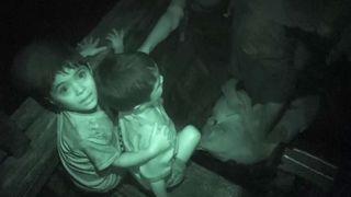 """Les enfants rohingyas sont embarqués sur un bateau en direction du Bangladesh """"srcset ="""" https://e3.365dm.com/17/11/320x180/skynews-rohingya-muslim-refugees_4154383.jpg?20171113030326 320w, https: // e3. 365dm.com/17/11/640x380/skynews-rohingya-muslim-refugees_4154383.jpg?20171113030326 640w, https://e3.365dm.com/17/11/736x414/skynews-rohingya-muslim-refugees_4154383.jpg?20171113030326 736w, https://e3.365dm.com/17/11/992x558/skynews-rohingya-muslim-refugees_4154383.jpg?20171113030326 992w, https://e3.365dm.com/17/11/1096x616/skynews-rohingya -muslim-Refuge_4154383.jpg? 20171113030326 1096w, https://e3.365dm.com/17/11/1600x900/skynews-rohingya-muslim-refugees_4154383.jpg?20171113030326 1600w, https://e3.365dm.com/17 /11/1920x1080/skynews-rohingya-muslim-refugees_4154383.jpg?20171113030326 1920w, https://e3.365dm.com/17/11/2048x1152/skynews-rohingya-muslim-refugees_4154383.jpg?20171113030326 2048w """"tailles ="""" (min-width: 900px) 992px, 100vw"""