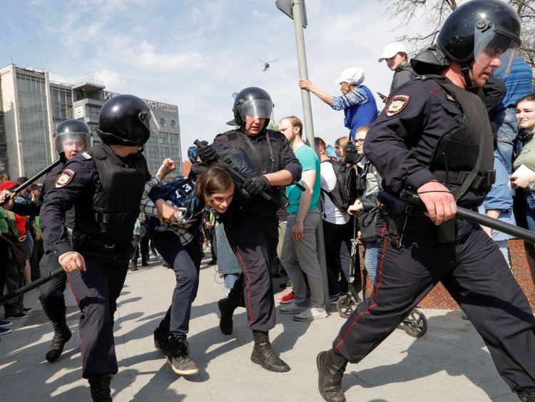 Les autorités considèrent la plupart des manifestations comme illégales, la police dispersant des manifestations