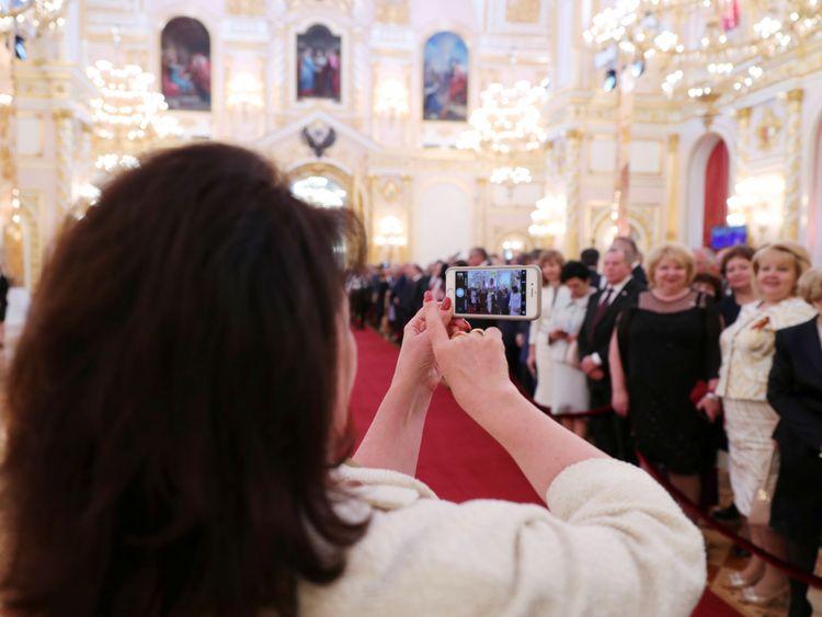 Les invités se réunissent avant la cérémonie d'inauguration de Vladimir Poutine comme président de la Russie au Kremlin à Moscou, Russie le 7 mai 2018. Spoutnik / Mikhail Klimentyev / Kremlin via REUTERS ATTENTION EDITEURS - CETTE IMAGE A ÉTÉ FOURNIE PAR UN TIERS