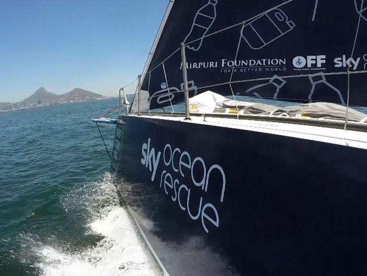 Turn the Tide sur Plastic Yacht est en compétition et vise à mettre en évidence les dommages causés à la mer par un plastique à usage unique