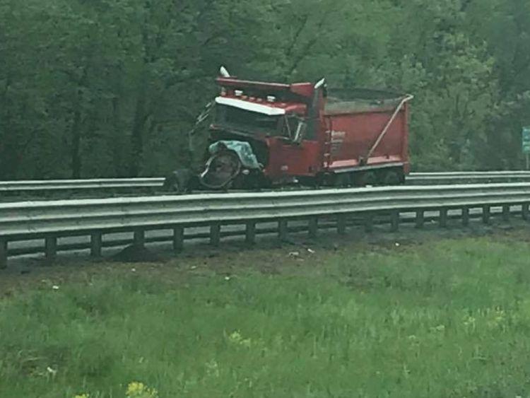 Le camion rouge après l'accident