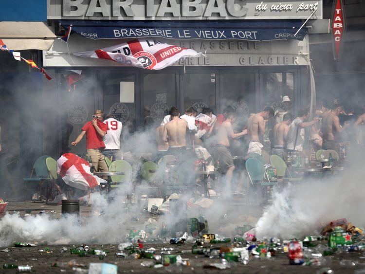 La police a pulvérisé des gaz lacrymogènes à Marseille