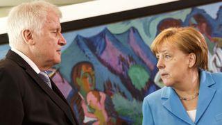 Angela Merkel risque d'être évincée du gouvernement allemand par le ministre de l'Intérieur Horst Seehofer