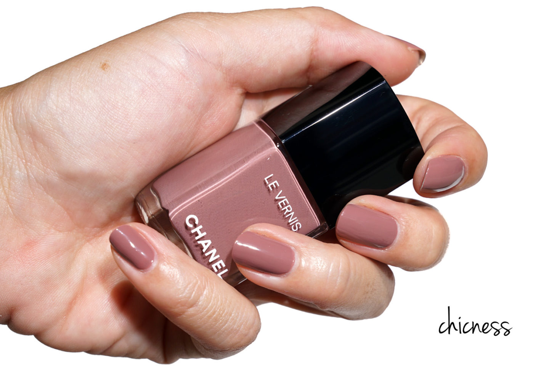 Sweat Chanel Le Vernis dans Chicness