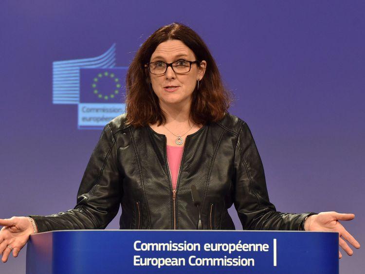 La commissaire européenne Cecilia Malmstrom tient une conférence de presse à Bruxelles, en Belgique 7 mars , 2018. REUTERS / Eric Vidal / Fichier Photo