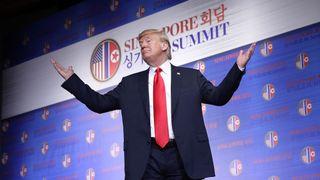 """Donald Trump résume son sommet historique avec Kim Jong Un """"srcset ="""" https: //e3.365dm .com / 18/06 / 320x180 / skynews-donald-trompette-kim-jong-un_4334011.jpg? 20180612110127 320w, https://e3.365dm.com/18/06/640x380/skynews-donald-trump-kim- jong-un_4334011.jpg? 20180612110127 640w, https://e3.365dm.com/18/06/736x414/skynews-donald-trump-kim-jong-un_4334011.jpg?20180612110127 736w, https: //e3.365dm. com / 18/06 / 992x558 / skynews-donald-trump-kim-jon g-un_4334011.jpg? 20180612110127 992w, https://e3.365dm.com/18/06/1096x616/skynews-donald-trump-kim-jong-un_4334011.jpg?20180612110127 1096w, https: //e3.365dm. com / 18/06 / 1600x900 / skynews-donald-trompette-kim-jong-un_4334011.jpg? 20180612110127 1600w, https://e3.365dm.com/18/06/1920x1080/skynews-donald-trump-kim-jong -un_4334011.jpg? 20180612110127 1920w, https://e3.365dm.com/18/06/2048x1152/skynews-donald-trump-kim-jong-un_4334011.jpg?20180612110127 2048w """"tailles ="""" (min-largeur: 900px ) 992px, 100vw"""