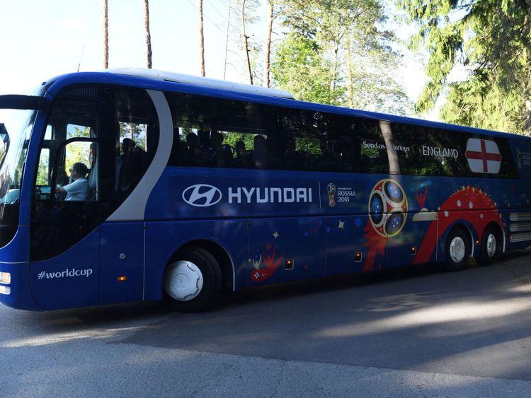 L'équipe d'Angleterre arrive à l'hôtel de l'équipe à Repino, en Russie