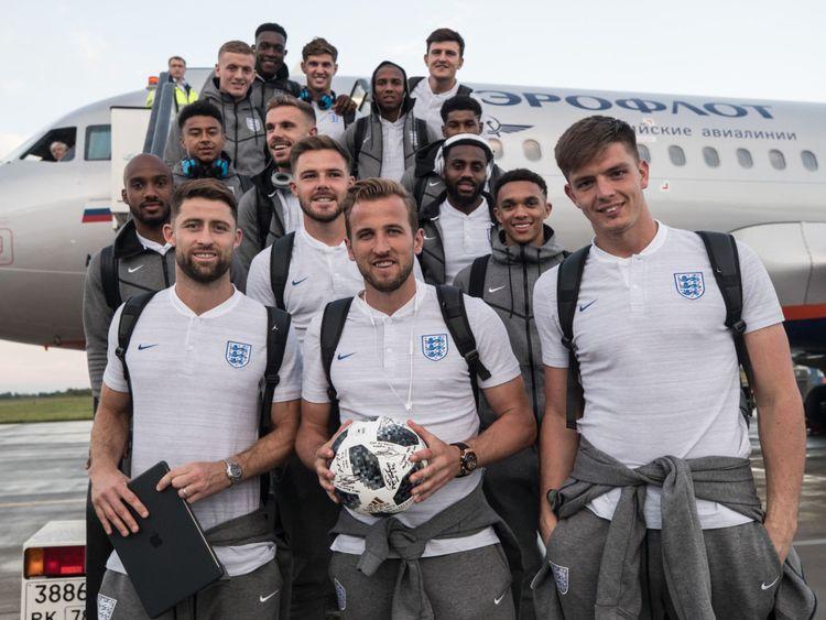 L'équipe d'Angleterre a signé le ballon de match suivant le tour du chapeau de Harry Kane