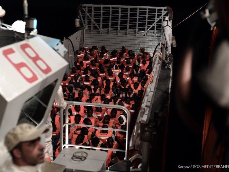 """Le nouveau ministre italien de l'Intérieur, Matteo Salvini, a déclaré dimanche que Malte ne pouvait pas continuer à"""" regarder """". dans l'autre sens """"et l'a exhorté à ouvrir ses ports à un navire de sauvetage des ONG qui est en Méditerranée avec des centaines de personnes à son bord Crédit: MSF / SOS Mediterranee"""