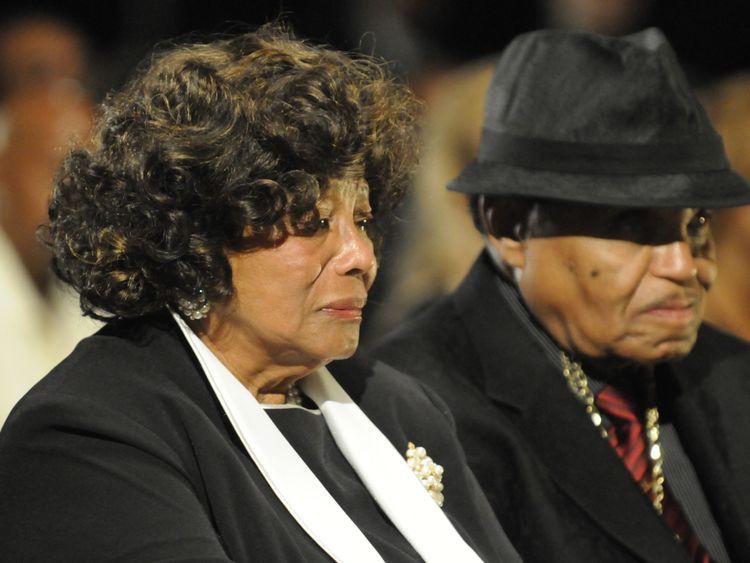 Joe Jackson et sa femme Katherine à l'enterrement de Michael