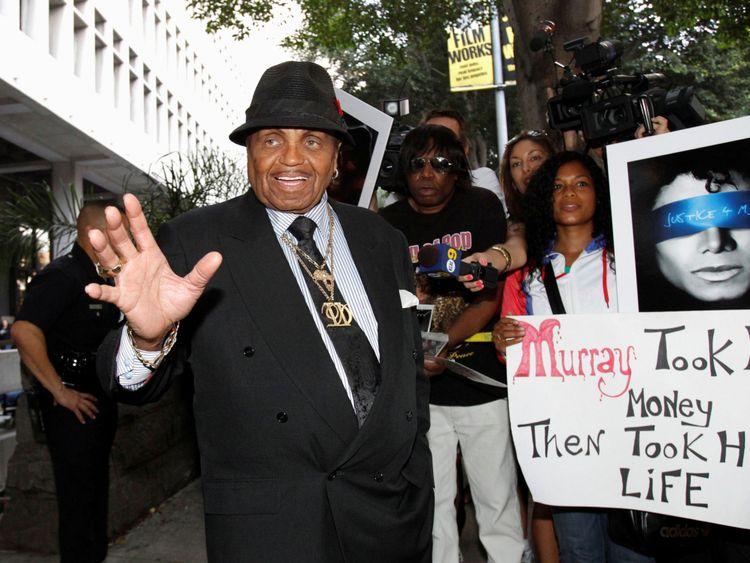 Joe Jackson pendant le procès du Dr Conrad Murray à la mort de son fils à Los Angeles