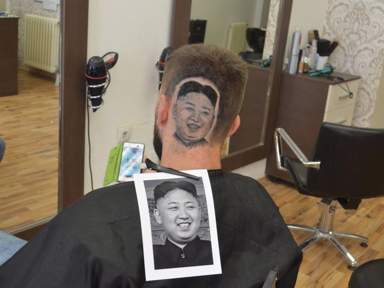 Peut-être le style le plus controversé était Kim Jong Un. Pic: Facebook / Maison de Damien