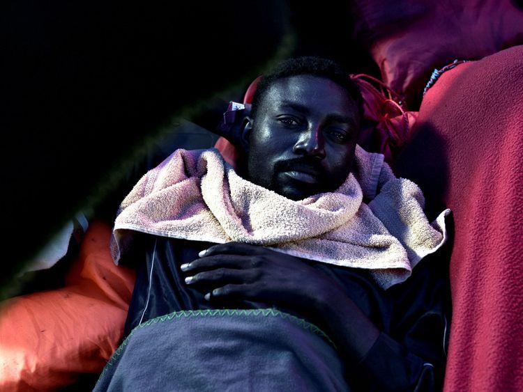 Un migrant photographié à bord du Valence