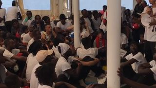 "Migrants à bord du Verseau en direction de l'Espagne ""srcset ="" https://e3.365dm.com/18/06/320x180/skynews-migrants-aquarius-spain_4337075.jpg?20180615165015 320w, https: //e3.3 65dm.com/18/06/640x380/skynews-migrants-aquarius-spain_4337075.jpg?20180615165015 640w, https://e3.365dm.com/18/06/736x414/skynews-migrants-aquarius-spain_4337075.jpg?20180615165015 736w, https://e3.365dm.com/18/06/992x558/skynews-migrants-aquarius-spain_4337075.jpg?20180615165015 992w, https://e3.365dm.com/18/06/1096x616/skynews-migrants -aquarius-spain_4337075.jpg? 20180615165015 1096w, https://e3.365dm.com/18/06/1600x900/skynews-migrants-aquarius-spain_4337075.jpg?20180615165015 1600w, https://e3.365dm.com/18 /06/1920x1080/skynews-migrants-aquarius-spain_4337075.jpg?20180615165015 1920w, https://e3.365dm.com/18/06/2048x1152/skynews-migrants-aquarius-spain_4337075.jpg?20180615165015 2048w ""sizes ="" (min-largeur: 900px) 992px, 100vw"