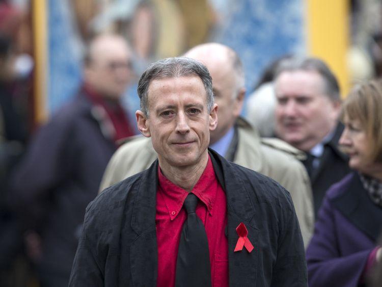 LONDRES, ANGLETERRE - 27 MARS: Peter Tatchell arrive à l'église St Margaret à assister aux funérailles de Tony Benn le 27 mars 2014 à Londres, en Angleterre. Tony Benn, ancien ministre du Travail et opposant à la guerre en Irak, est décédé le 14 mars 2014 à l'âge de 88 ans. (Photo par Oli Scarff / Getty Images)