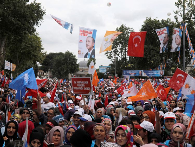 Les supporters du rassemblement de M. Erdogan