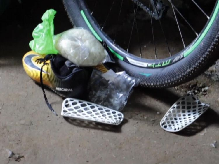 Des vélos et des sacs à dos appartenant aux footballeurs ont été laissés à l'entrée de la grotte