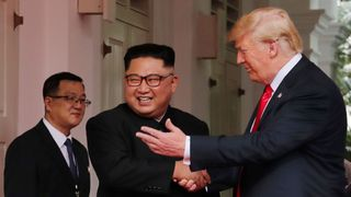 "Donald Trump et Kim Jong Un ont frappé un ton optimiste au début du sommet ""srcset ="" https : //e3.365dm.com/18/06/320x180/skynews-trump-kim-jong-un_4333786.jpg? 20180612034618 320w, https://e3.365dm.com/18/06/640x380/skynews-trump- kim-jong-un_4333786.jpg? 20180612034618 640w, https://e3.365dm.com/18/06/736x414/skynews-trump-kim-jong-un_4333786.jpg?20180612034618 736w, https: //e3.365dm. com / 18/06 / 992x558 / cielnews-trump-kim-jong-un_4333786.jpg? 20180612034618 992w, https://e3.365dm.com/18/06/1096x616/skynews-trump-kim-jong-un_4333786.jpg ? 20180612034618 1096w, https://e3.365dm.com/18/06/1600x900/skynews-trump-kim-jong-un_ 4333786.jpg? 20180612034618 1600w, https://e3.365dm.com/18/06/1920x1080/skynews-trump-kim-jong-un_4333786.jpg?20180612034618 1920w, https://e3.365dm.com/18/ 06 / 2048x1152 / skynews-trump-kim-jong-un_4333786.jpg? 20180612034618 2048w ""tailles ="" (min-largeur: 900px) 992px, 100vw"