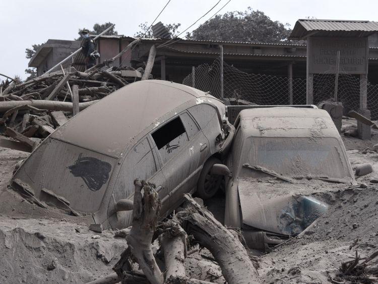 L'éruption a anéanti des villages entiers et détruit des voitures et des maisons