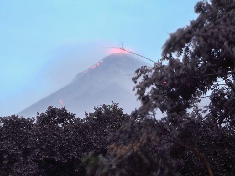 Le Volcan Fuego en éruption, vu de Los Lotes, Rodéo [19659006] Image: </span><br />         <span class=