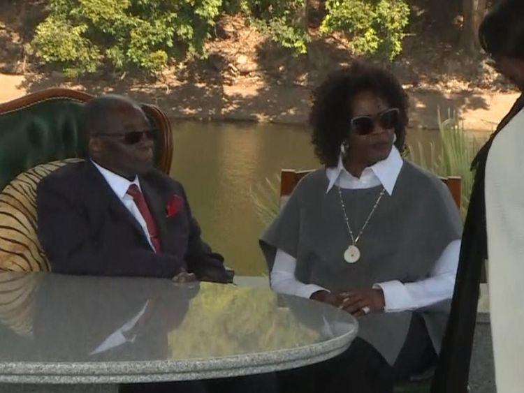 L'ancien dirigeant du Zimbabwe, Robert Mugabe, photographié avec sa femme, Grace