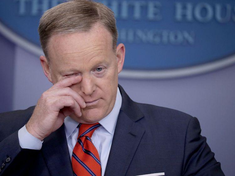 Sean Spicer admet avoir commis une erreur par rapport à Hitler