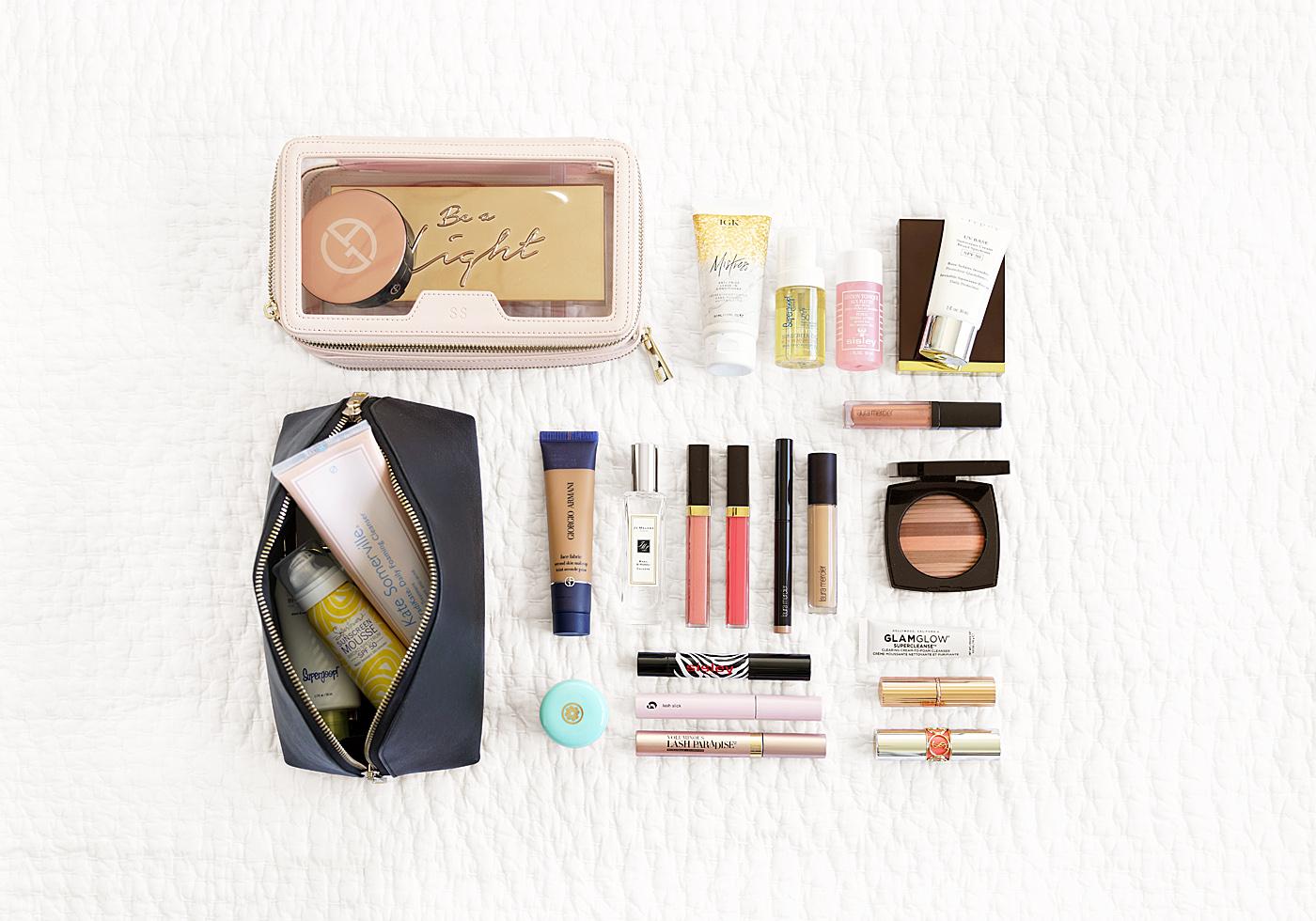 Essentials de maquillage de voyage d'été