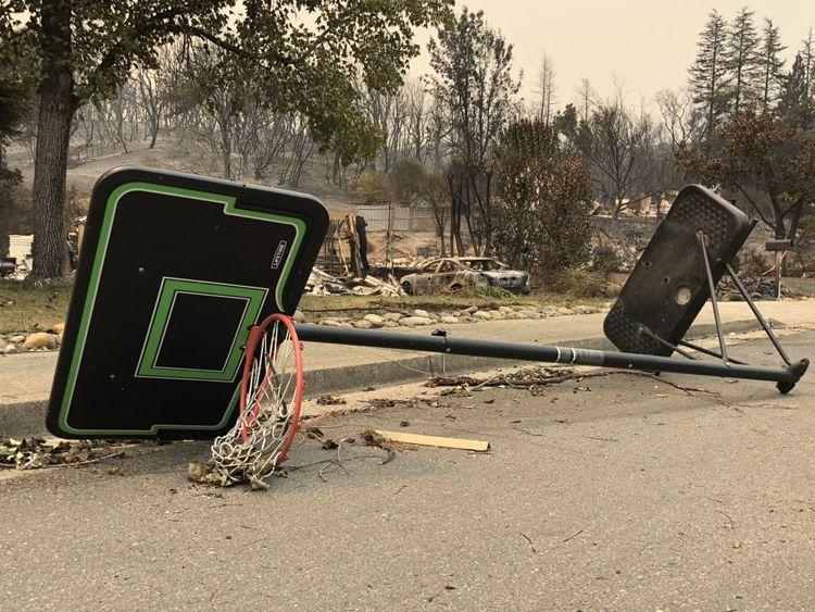 Les vents violents ont attisé les flammes, contribuant à la propagation des incendies