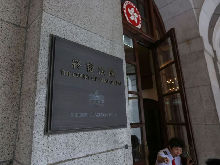 Le tribunal d'appel final de Hong Kong a jugé que c'était «contre-productif». pour étendre les droits au travail uniquement aux couples hétérosexuels