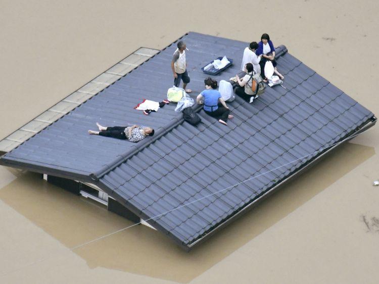 Les résidents bloqués dans le sud du Japon