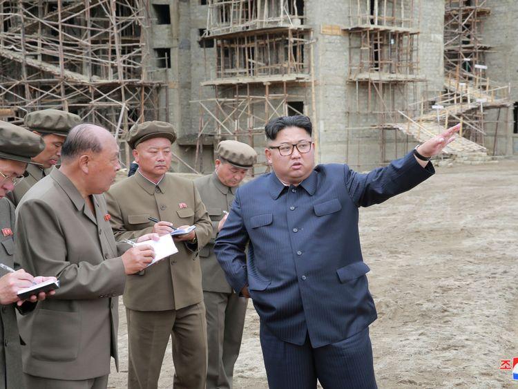 Kim Jong Un inspecte un chantier de construction dans le comté de Samjiyon