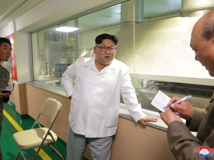 Aides a écrit ce que M. Kim disait à l'usine de poudre de pommes de terre