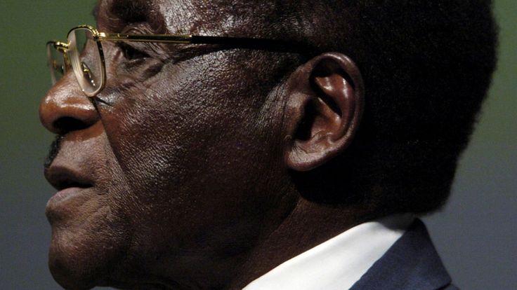 PHOTO DE FICHIER - Photo de dossier du président zimbabwéen Mugabe adressant la session inaugurale du monde ...