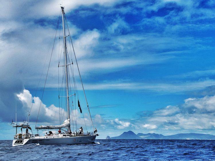 L'équipage a parcouru 3 000 milles marins et a traversé la zone d'accumulation de plastique océanique la plus dense de la planète