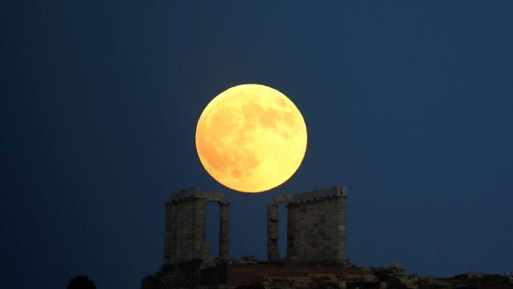 Un autre tir énorme du temple de Poséidon près d'Athènes
