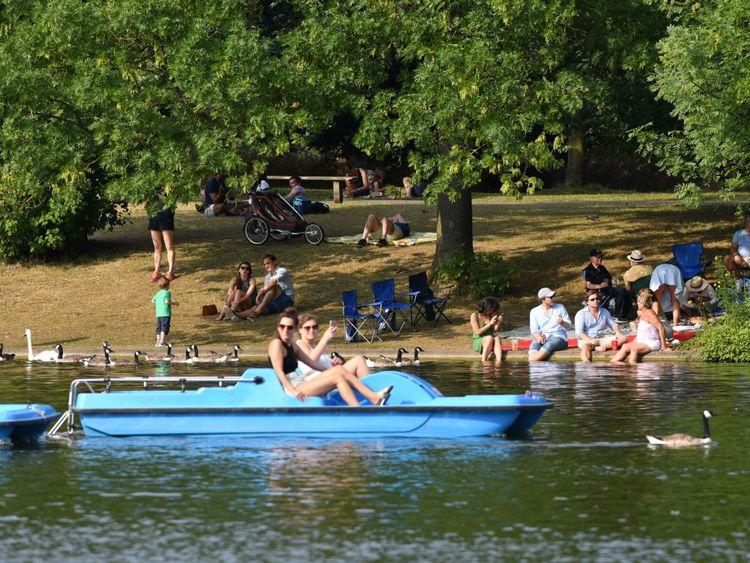 Paddleboating dans le parc Regent de Londres