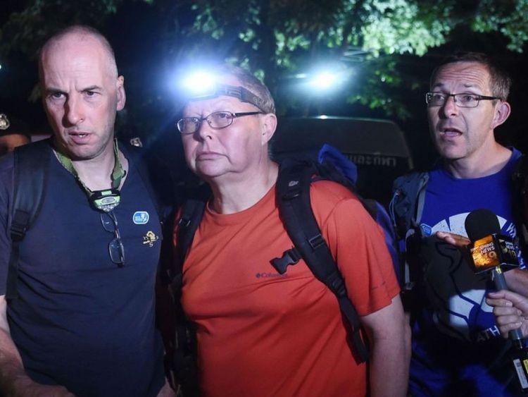 Le British Cave Rescue Council a déclaré que le plongeur parlant dans la vidéo est susceptible d'être soit Richard William Stanton (à gauche) ou John Volanthen (à droite)