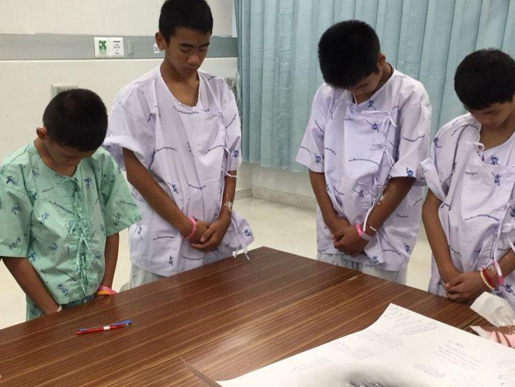 Les garçons ont pleuré quand ils ont appris la nouvelle de la mort du sauveteur
