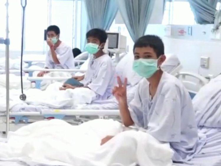 Les garçons se rétablissent à l'hôpital