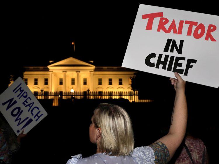 Les manifestants se rassemblent devant la Maison Blanche après le sommet Trump-Poutine à Helsinki