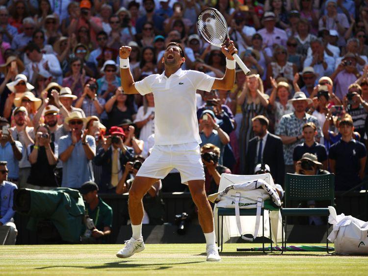 Novak Djokovic célèbre sa quatrième victoire à Wimbledon