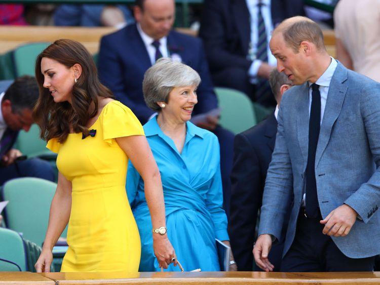 La duchesse de Cambridge et le prince William avec Theresa May dans la loge royale