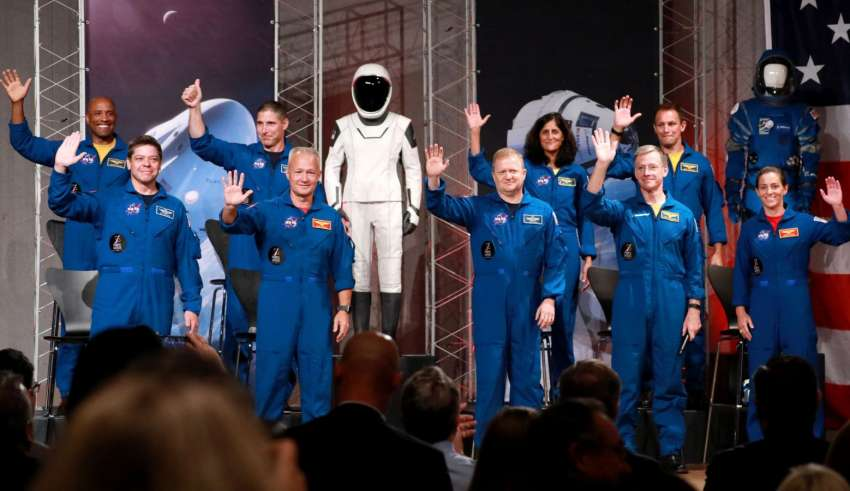 NASA - Présentation officielle des premiers équipages des CST-100 et Dragon Crew 1533366716_skynews-nasa-astronauts-of-first-flight-tests_4380038-850x491