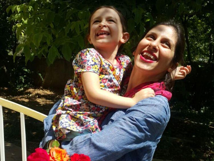 Nazanin Zaghari-Ratcliffe est réunie avec sa fille après avoir obtenu une libération provisoire de prison