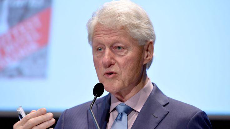 Bill Clinton prend la parole lors du cinquième sommet annuel de la philanthropie Town & Country, le 9 mai 2018 à New York.