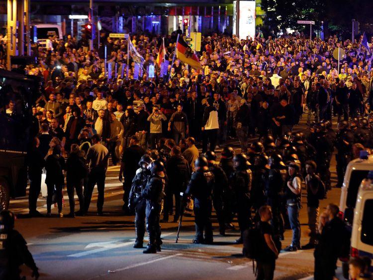 Le mouvement d'extrême droite PEGIDA a appelé à un deuxième jour de manifestations à Chemnitz