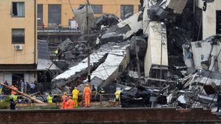"""Trente-cinq voitures et trois véhicules lourds sont sous le pont, a déclaré la Protection civile italienne. """"Srcset ="""" https://e3.365dm.com/18/08/320x180/skynews-genoa-bridge_4389883.jpg?20180814153345 320w, https : //e3.365dm.com/18/08/640x380/skynews-genoa-bridge_4389883.jpg? 20180814153345 640w, https://e3.365dm.com/18/08/736x414/skynews-genoa-bridge_4389883.jpg? 20180814153345 736w, https://e3.365dm.com/18/08/992x558/skynews-genoa-bridge_4389883.jpg?20180814153345 992w, https://e3.365dm.com/18/08/1096x616/skynews-genoa- bridge_4389883.jpg? 20180814153345 1096w, https://e3.365dm.com/18/08/1600x900/skynews-genoa-bridge_4389883.jpg?20180814153345 1600w, https://e3.365dm.com/18/08/1920x1080/ skynews-genoa-bridge_4389883.jpg? 20180814153345 1920w, https://e3.365dm.com/18/08/2048x1152/skynews-genoa-bridge_4389883.jpg?20180814153345 2048w """"dimensions ="""" (min-width: 900px) 992px, 100vw"""