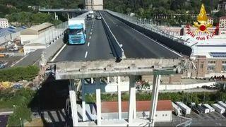 """Les opérations de sauvetage et de récupération étaient en cours à Gênes après qu'au moins 39 personnes soient mortes lors de l'effondrement d'un pont d'autoroute """"srcset ="""" https://e3.365dm.com/18/08/320x180/skynews-genoa-bridge_4390922.jpg?20180815153558 320w, https://e3.365dm.com/18/08/640x380/skynews-genoa-bridge_4390922.jpg?20180815153558 640w, https://e3.365dm.com/18/08/736x414/skynews-genoa-bridge_4390922.jpg ? 20180815153558 736w, https://e3.365dm.com/18/08/992x558/skynews-genoa-bridge_4390922.jpg?20180815153558 992w, https://e3.365dm.com/18/08/1096x616/skynews-genoa -bridge_4390922.jpg? 20180815153558 1096w, https://e3.365dm.com/18/08/1600x900/skynews-genoa-bridge_4390922.jpg?20180815153558 1600w, https://e3.365dm.com/18/08/1920x1080 /skynews-genoa-bridge_4390922.jpg?20180815153558 1920w, https://e3.365dm.com/18/08/2048x1152/skynews-genoa-bridge_4390922.jpg?20180815153558 2048w """"size ="""" (min-width: 900px) 992px , 100vw"""