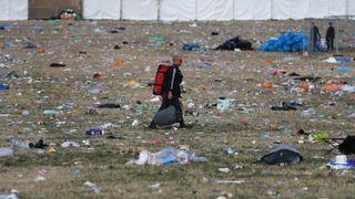 """Les ramasseurs de litière commencent à nettoyer les champs au site du festival de Glastonbury à Worthy Farm à Pilton le 26 juin 2017 près de Glastonbury, en Angleterre. Le festival d'arts contemporains de Glastonbury est le plus grand festival de greenfield dans le monde. Il a été lancé par Michael Eavis en 1970, quand plusieurs centaines de hippies ont payé juste ..1, et attire maintenant plus de 175 000 personnes """"srcset ="""" https://e3.365dm.com/18/07/320x180/skynews-glastonbury-festival_4373933 .jpg? 20180728125728 320w, https://e3.365dm.com/18/07/640x380/skynews-glastonbury-festival_4373933.jpg?20180728125728 640w, https://e3.365dm.com/18/07/736x414/skynews -glastonbury-festival_4373933.jpg? 20180728125728 736w, https://e3.365dm.com/18/07/992x558/skynews-glastonbury-festival_4373933.jpg?20180728125728 992w, https://e3.365dm.com/18/07 /1096x616/skynews-glastonbury-festival_4373933.jpg?20180728125728 1096w, https://e3.365dm.com/18/07/1600x900/skynews-glastonbury-festival_4373933.jpg?20180728125728 1600w, https://e3.365dm.com /18/07/1920x1080/skynews-glastonbury-festival_4373933.jpg?20180728125728 1920w, https://e3.365dm.com/18/07/2048x1152/skynews-glastonbury-festival_4373933.jpg?20180728125728 2048w """"sizes ="""" (min - Largeur: 900px) 992px, 100vw"""