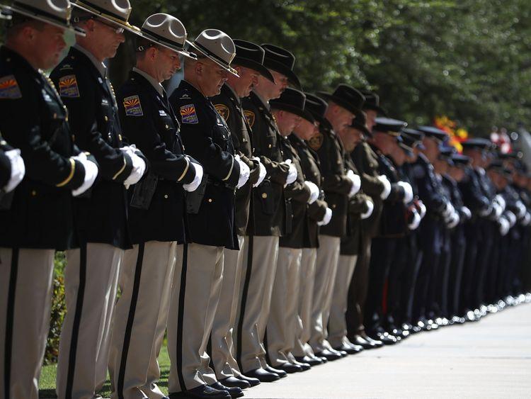Il y aura des services en Arizona et à Washington jusqu'au dimanche, quand le politicien sera enterré